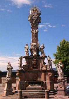 Szentháromság oszlop - Vác | Vác.ÚtiSúgó.hu Central Europe, Budapest Hungary, Homeland, Statue Of Liberty, Rum, Countries, Travel Inspiration, Architecture, World