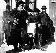 Jews in Lida transferring holy objects from the synagogue to their homes, for fear of looting by soldiers of the Russian army. pre 1920