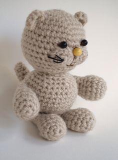 a little crochet amigurumi puma (or cat)