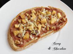 Tostas variadas - 1ª Parte Tosta con paté a las finas hierbas, manzana, nueces y queso viejo rallado