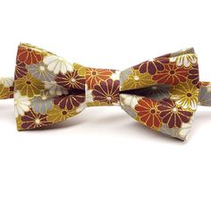 Items similar to Men's Fall Bow tie - Burgundy Bow tie - Copper Bow tie - Gold Bow tie - Floral Bow tie - Fall Wedding Bow tie - Pre-tied Bow tie on Etsy Burgundy Bow Tie, Gold Bow Tie, Floral Bow Tie, Bow Tie Wedding, Fall Wedding, Fall Accessories, Mens Fall, Fall Family, Groom And Groomsmen