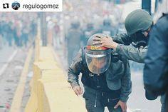 Foto de @regulogomez Escupir para arriba #ccs #caracas #caracascamina  Lacrimógeno. 03-05 Autopista Francisco Fajardo . #3M #Caracas #Venezuela #LaPatilla #ElNacionalWeb #NTN24 #Protestas #BBC #Lacrimogeno