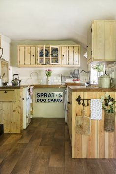 Small cottage kitchen ideas – design inspiration for rural homes | Country Small Cottage Kitchen, Quirky Kitchen, Old Cottage, Cottage Kitchens, Country Kitchens, Kitchen Furniture, Cool Furniture, Best Paint For Kitchen, English Cottage Interiors