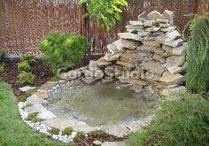Fountain and pond.    Oczko wodne i kaskada
