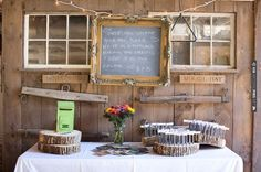 Escort flags on wood slices, photo by | VIA #WEDDINGPINS.NET