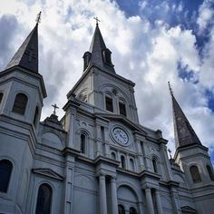 Fresh on the blog (link in profile) are my favorite highlights from our recent trips to New Orleans, particularly my favorite tourist spot, Jackson Square in the French Quarter. What are some of your favorite things to do or see in New Orleans? . #bourbonstreet #nola #neworleans #louisiana #travel #wanderlust #travelblogger #travelblog #explore #seetheworld #travelphotography #traveladdict #travelgram #visitneworleans @visitneworleans #portcity #frenchquarter #bourbon #traveltuesday…
