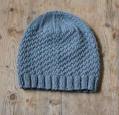 Støvet gråblå hue i strukturtern - susanne-gustafsson. Knitted Shawls, Beanie, Knitting, Crochet, Hats, Projects, Inspiration, Design, Fashion