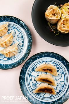 'Award-winning' vegetarische gyoza met shiitake en kimchi   Proef Japan Empanadas, Kimchi, Dumplings, Tofu, Cantaloupe, Sushi, Foodies, Pineapple, Snacks