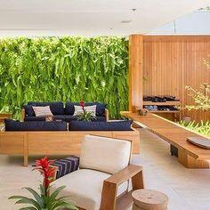 Arquiteto proprietário do escritório David Guerra Arquitetura e Interiores.  Interesses: arquitetura, interiores, design, artes e pessoas.