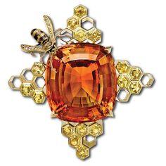 "Citrine, Yellow Sapphire and Diamond ""Honeycomb"" Brooch 🐝💛 #jewelry #diamonds #sapphires #brooch #citrine #bee #honeycomb #sparkle #unique #design #details #craftmanship #art #sparkle #fall #colors #gems #luxury #beautiful #elegant #style"