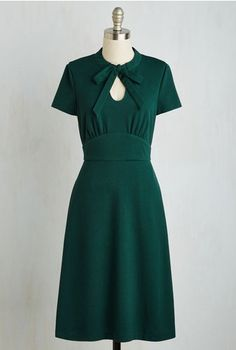 Retro Fashion Archival Revival Dress in Pine. Your files show that a classic A-line dress with a retro twist will take you far in the fashion world! Trendy Dresses, Plus Size Dresses, Women's Dresses, Cute Dresses, Beautiful Dresses, Dress Outfits, Casual Dresses, Dresses For Work, 1940s Dresses