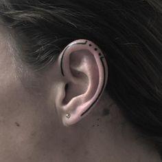 Von klein bis groß: Das sind die coolsten Tattoomotive für das Ohr