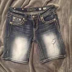 MISS ME 27 Signature Mid-Shorts , New-looking condition  Size 27 Miss Me Shorts Jean Shorts