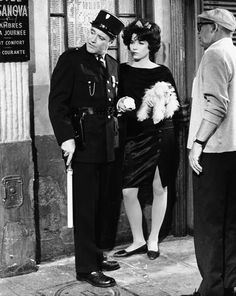 "Billy Wilder con gli attori Jack Lemmon e Shirley MacLaine nel 1962 durante le riprese di ""Irma la dolce""(AP Photo/United Artists"