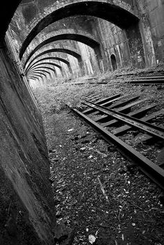 Connaught Rail Tunnels ~ North London Line From Stratford Abandoned Train, Abandoned Buildings, Abandoned Places, Abandoned Castles, Haunted Places, Abandoned Mansions, Black White Photos, Black And White Photography, Level Design