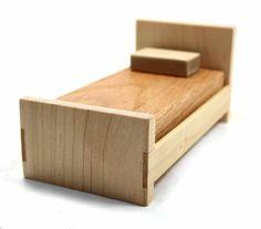 Holz Puppenhaus Bett Miniatur Möbel Bett Von BungalowMiniatures Kleine  Dinge, Barbie Möbel, Puppenbett Holz