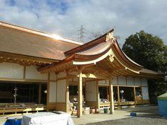 尾張大国霊神社(国府宮 愛知県稲沢市) Naoiden at Ookunitama Jinja Shrine in Inazawa-shi, Aichi Copper Roof, Metal Roof, Metals, Gazebo, Outdoor Structures, Construction, Cabin, House Styles, Outdoor Decor