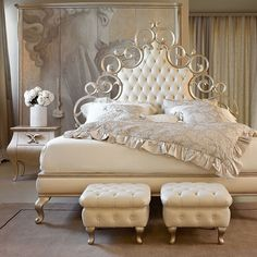 Decoration Tips for Small Bedrooms 2019 Page 2 of 37 #bedroomLayout #Tips Classic Bedroom Furniture, Bed Furniture, Furniture Plans, Luxury Furniture, Living Room Furniture, Furniture Stores, Sunroom Furniture, Furniture Layout, Furniture Outlet