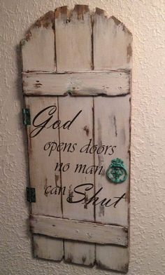 Wood Pallets Ideas Incredibly diy wood sign ideas with quotes to decor your home - Incredibly diy wood sign ideas with quotes to decor your home Pallet Crafts, Pallet Art, Pallet Projects, Projects To Try, Diy Pallet, Diy Wood Signs, Pallet Signs, Rustic Signs, Barn Wood Signs