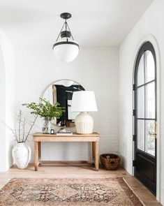 50 Modern inviting entryway ideas for home decor design - Cozy Living Boho Living Room, Home And Living, Cozy Living, Slow Living, Dark Floor Living Room, Ralph Lauren Home Living Room, Bright Living Room Decor, Barn Living, Cheap Home Decor
