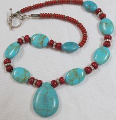 That Special Necklace Turquoise & Coral by CarolesJewelry on Etsy Esse colar especial turquesa e coral por CarolesJewelry no Etsy Jewelry Making Beads, Jewelry Art, Beaded Jewelry, Jewelry Necklaces, Beaded Necklace, Beaded Bracelets, Jewelry Design, Strand Necklace, Pearl Bracelet
