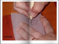 La técnica del repujado en cuero  La técnica del repujado en cuero es introducida por los árabes y de la que España por herencia musulmana es uno de los mayores referentes en el repujado, incluso siendo conocidas las pieles españolas como cordobanes.  ¿Quieres ver, paso a paso, en qué consiste está técnica? Entonces, sigue este enlace http://bricoblog.eu/la-tecnica-del-repujado-en-cuero  #RepujadoEnCuero #Cordoban #Manualidades
