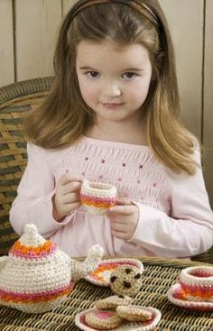 Free Crochet Pattern: Tea and Cookies Set