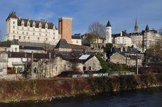 Vue sur la vieille ville de Pau, Béarn, Pyrénées Atlantiques, Aquitaine, France. | par byb64