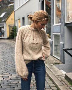 Sunday Sweater 🥐 Jeg bliver nok nødt til at strikke en til, for den er så skøn at have på! Opskriften er skrevet og mangler bare lige at…