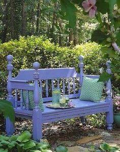 mooie tuinbank van oud bed