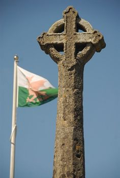 St-David's cros and welsh-flag - St-Davids - Wales Wales Uk, North Wales, Welsh National Anthem, University Of Wales, Bristol Channel, Pembrokeshire Wales, Visit Wales, Irish Sea, English Heritage