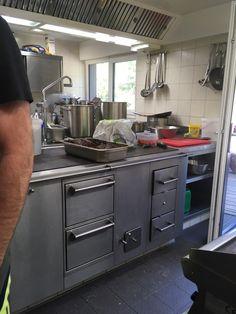 Gast-Wirtschaftsherd auf der Klagenfurter Hütte Kitchen Cabinets, Home Decor, Fine Dining, Wood Oven, Kitchen Contemporary, House, Ideas, Decoration Home, Room Decor