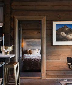 Nyoppført lekker hytte med flott og attraktiv beliggenhet.   FINN.no Project R, Wooden House, Modern Kitchen Design, Log Homes, Real Estate, Cottage, Cabin, Furniture, Home Decor