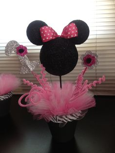 Minnie mouse centerpieces and goodie bags Baby Girl 1st Birthday, Mickey Mouse Birthday, Birthday Diy, 2nd Birthday Parties, Birthday Ideas, Minnie Mouse Theme, Minnie Mouse Baby Shower, Birthday Centerpieces, Mickey Party