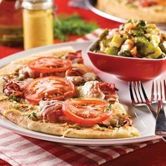 Pizzas au smoked meat et moutarde de Dijon - 5 ingredients 15 minutes Healthy Eating Tips, Healthy Nutrition, Vegetable Drinks, Smoking Meat, Beef Recipes, Good Food, Fun Food, Food And Drink, Veggies
