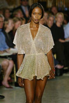 Zac Posen Spring 2003 - Zac Posen's Most Incredible Runway Gowns - Photos 90s Fashion, Runway Fashion, High Fashion, Fashion Show, Womens Fashion, Zac Posen, Gown Photos, Naomi Campbell, Runway Models