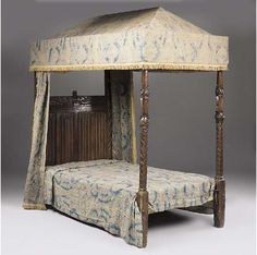 Tudor bed Medieval Furniture, Antique Furniture, Diy Projects Engineering, Gothic Bed, Tudor Fashion, Landsknecht, Tudor Style, Woodworking Furniture, William Morris