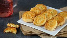 Egyszerű és gyors gluténmentes ropogtatnivaló, akár az esti film, akár egy baráti csevej mellé! Muffin, Dairy, Cheese, Breakfast, Food, Morning Coffee, Muffins, Meal, Essen