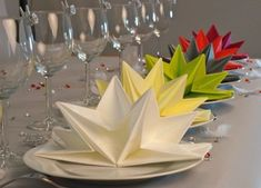 Latest decorating ideas before the new year Napkin Origami, Paper Napkin Folding, Mermaid Party Decorations, Table Decorations, Paper Serviettes, Table Etiquette, Origami Wedding, Mobiles, Diy And Crafts