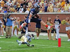In one of the few bright spots in Virginia's loss at Georgia Tech, Hoos TE Jake McGee makes an athletic touchdown catch. #UVaFootball