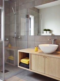 White & Grey Memories: Casa en gris i groc Studio NYC… Bathroom Toilets, Bathroom Renos, Laundry In Bathroom, Bathroom Furniture, Bathroom Ideas, Beautiful Bathrooms, Modern Bathroom, Small Bathroom, Master Bathroom
