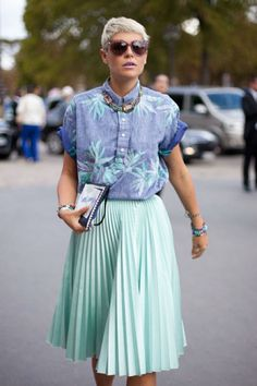 FASHION-WEEK-STREET-STYLE-GRAPHIC-PRINT-FLORAL-PRINT-CHAMBRAY-SHORT-SLEEVE-SHIRT-PLEATED-MINT-GREEN-MIDI-SKIRT-STELLA-MCCARTNEY-PRINT-SUNGLA...