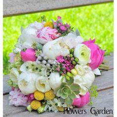 Buchet de mireasa  cu bujori si ranunculus BM22 Ranunculus, Wedding Bouquets, Floral Wreath, Wreaths, Home Decor, Weddings, Homemade Home Decor, Flower Crown, Wedding Brooch Bouquets