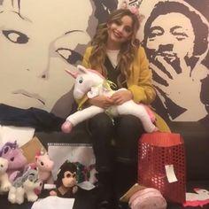 Unicornio karol como yo Cisneros, Cimorelli, How To Speak Spanish, Fifth Harmony, Christmas Colors, Ariana Grande, Besties, 1, Disney