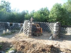 Tire house, rammed earth in progress. please plaster the walls smooth. Planos Earthship, Eco Architecture, Contemporary Architecture, Earth Sheltered Homes, Rammed Earth Homes, Earth Bag Homes, Off Grid House, Eco Buildings, Green Building