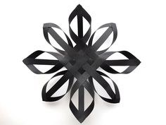 DIY folded paper Christmas star, for decoration or on gifts - gorgeous