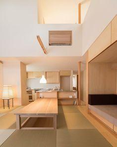 . 【完成見学会開催】 ダイニングは畳の掘りごたつ。リビングにも、ダイニングにもなる畳スペースは時間によって多義的に使えます。 食べたり、本を読んだり、うとうとしたり…家族がこの場で寛ぐ光景が浮かんで - clasico_jp