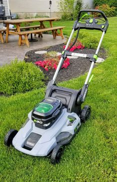 backyard designs – Gardening Ideas, Tips & Techniques Best Lawn Mower, Lawn Care Tips, Yard Tools, Lawn And Garden, Backyard Landscaping, Outdoor Power Equipment, Modern Design, Hugs, Gardening