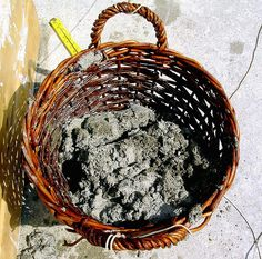 The design of the baskets was based on those illustrated in Roman construction scenes and on the baskets recently found at Pisa in the excavations of the Portus Pisanus. From: EXPERIMENTAL ARCHAEOLOGY AT BRINDISI, ITALY, SEPTEMBER 2004.