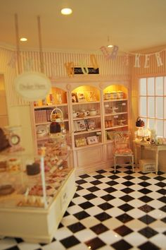 Miniature Rosewood Bakery by Peggie Porschen -- love the details! Vitrine Miniature, Miniature Rooms, Miniature Kitchen, Miniature Houses, Miniature Calendar, Cake Cafe, Tiny Food, Mini Things, Candy Shop